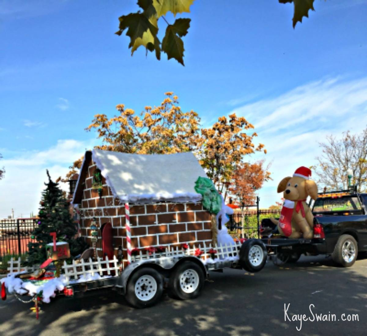 Roseville CA Christmas parade via Kaye Swain real estate agent cute float 1200