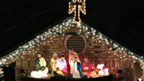 Kaye-Swain-Roseville-estate-agent-sharing-Bayside-church-Roseville-Christmas-lights-and-Nativity-600x300