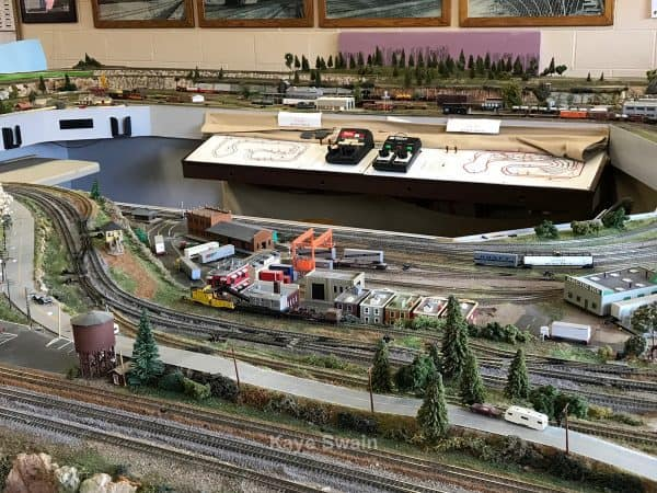 A Fun Visit to the Roseville Roundhouse Model Railroad Club