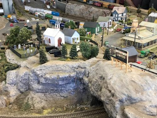 Roseville Roundhouse Model Railroad Club Visit church and village